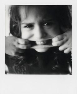 Photo Polaroid enfant grimace